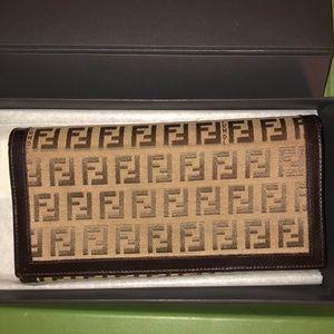 Fendi wallet gently used ✴️REDUCED✴️
